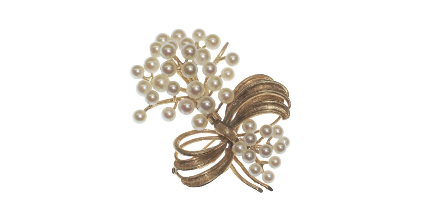 Cultured Pearl and Gold Brooch