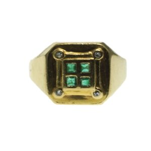 Mens Yellow Gold Eighteen Karat Modern Style ring with four princess cut emerald gemstones and four round brilliant cut diamond chips